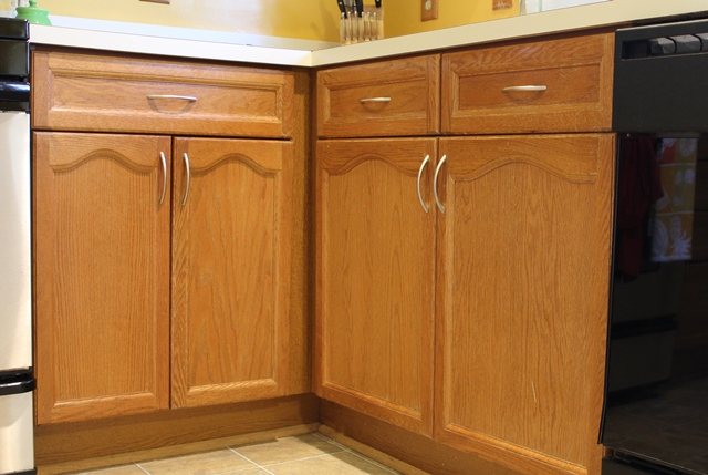 hardware for oak kitchen cabinets cabinet finish family style living 16215
