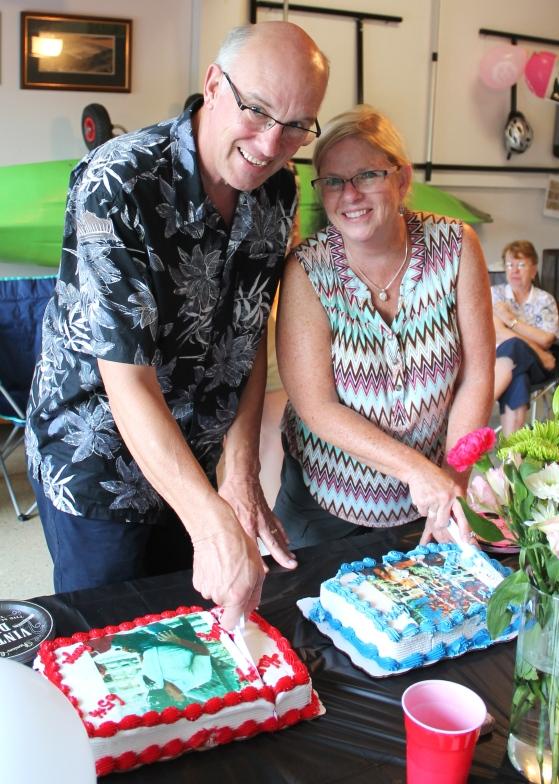 mom dad cut cake